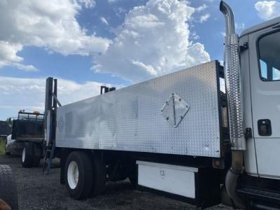 2000 FREIGHTLINER FL70 Specialty Truck Bodies