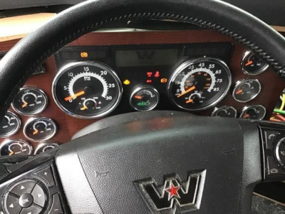 View WESTERN STAR 5700XE - Listing #927943