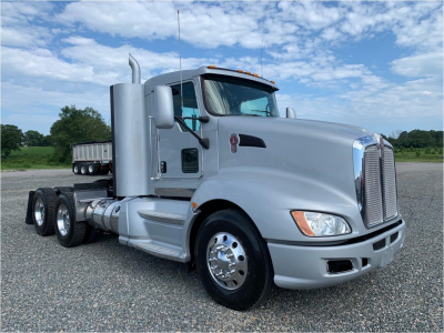 2012 KENWORTH T660 Day Cab Trucks Truck