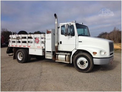 View 2004 FREIGHTLINER FL112 - Listing #983209