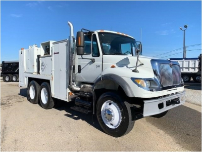 View 2004 INTERNATIONAL WORKSTAR 7600 - Listing #983241
