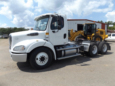 2011 FREIGHTLINER BUSINESS CLASS M2 112 Day Cab Trucks Truck