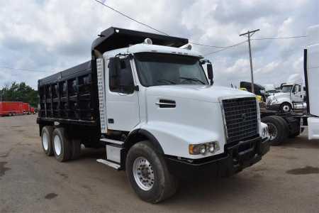 2004 VOLVO VHD64B-200 Dump Trucks Heavy Duty