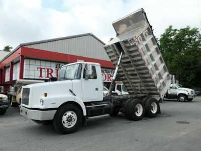 2000 VOLVO WG64 Dump Trucks Heavy Duty