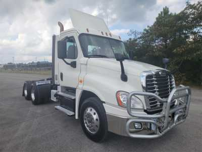 View 2018 FREIGHTLINER CASCADIA 125 - Listing #1451381