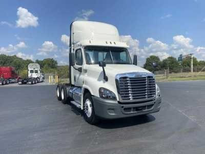 View 2015 FREIGHTLINER CASCADIA - Listing #1580957