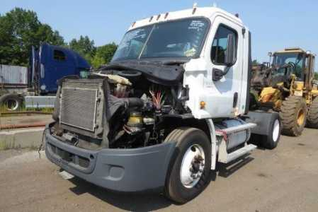 View 2011 FREIGHTLINER CASCADIA 113 - Listing #1582778
