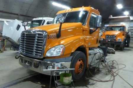 View 2015 FREIGHTLINER CASCADIA - Listing #1584130